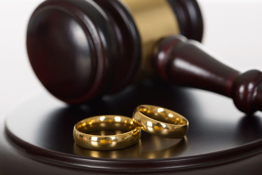 может, семейное право и бракоразводный процесс тени обрисовывались