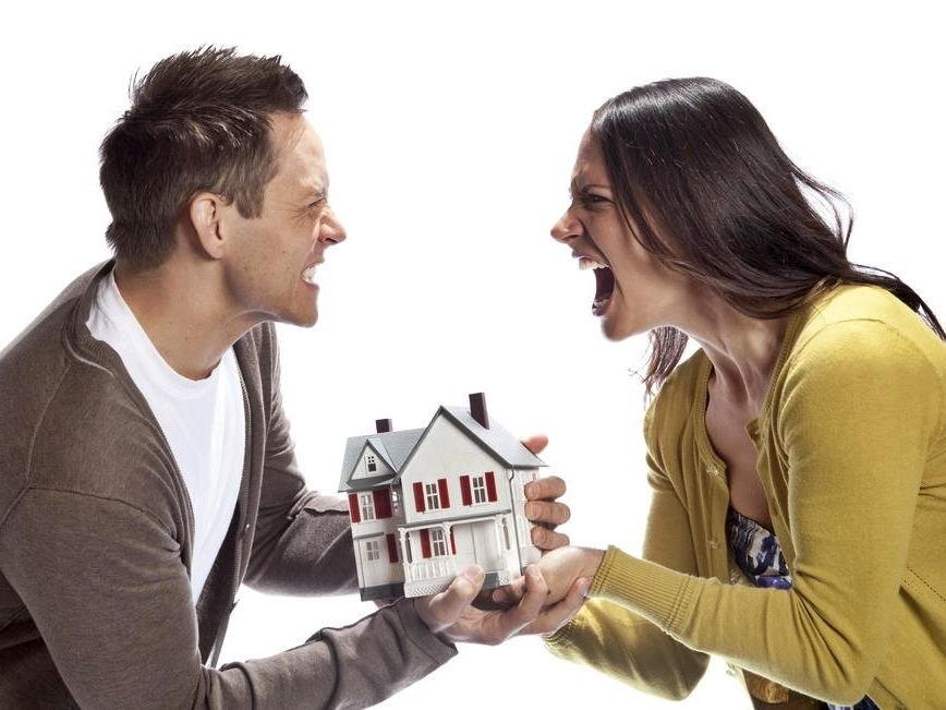 Ищем решение вопроса: как делится приватизированная квартира при разводе?