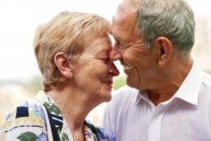 Приятная надбавка: доплата к пенсии за 30 лет совместной жизни супругов