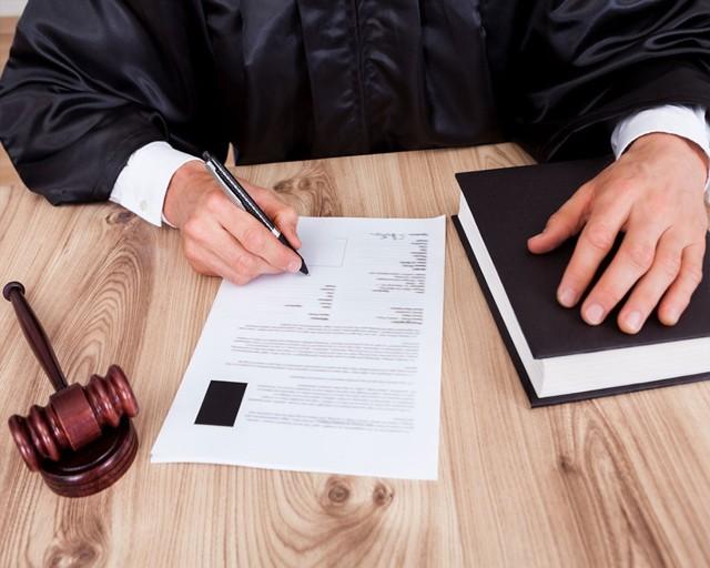 Установление отцовства после смерти отца: судебная практика выяснения родственных связей