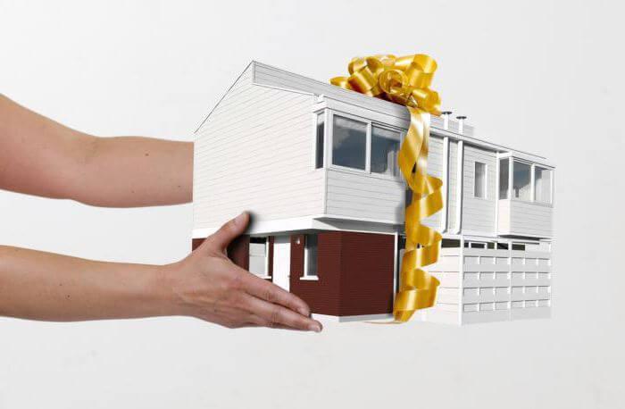 Что лучше дарственная или завещание на квартиру