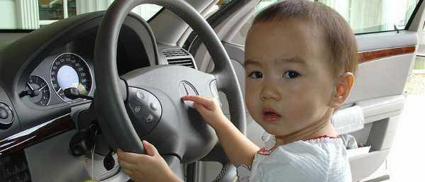 Штраф за перевозку детей без кресла (непристегнутого ребенка) в машине в 2020 году