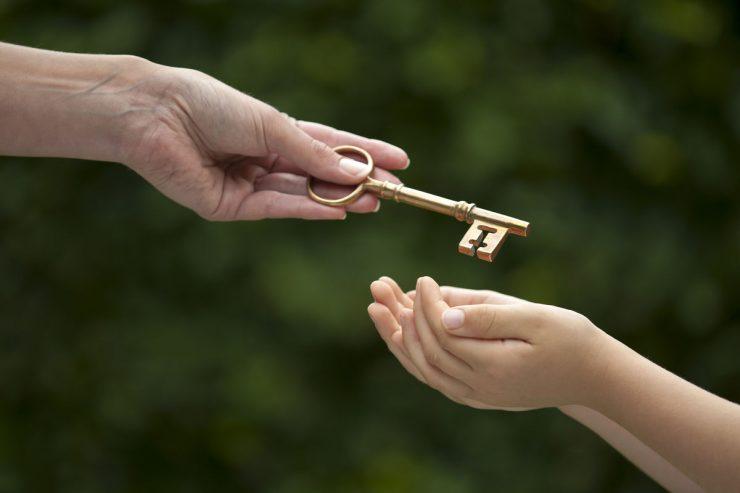Отказ несовершеннолетнего от наследства