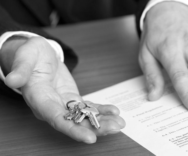 Особенности оформления договора дарения квартиры с правом пожизненного проживания дарителя