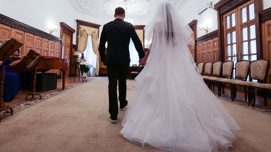 Уж замуж невтерпёж! нужно ли снижение брачного возраста в россии