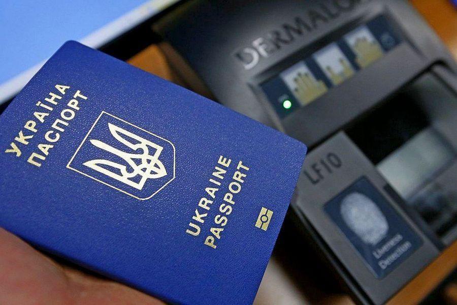 Нужен ли для ребёнка отдельный загранпаспорт