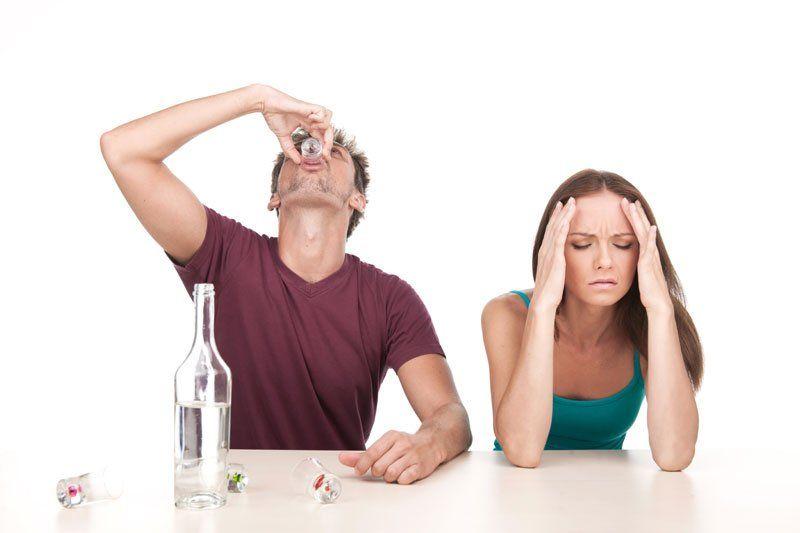 муж стал агрессивным часто выпивает может это приворот