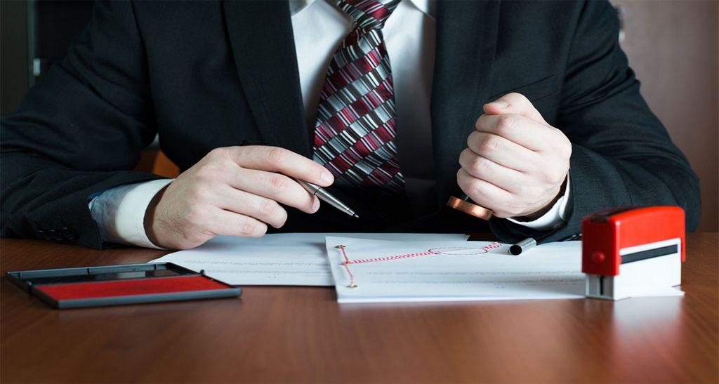 удостоверение контракта у нотариуса