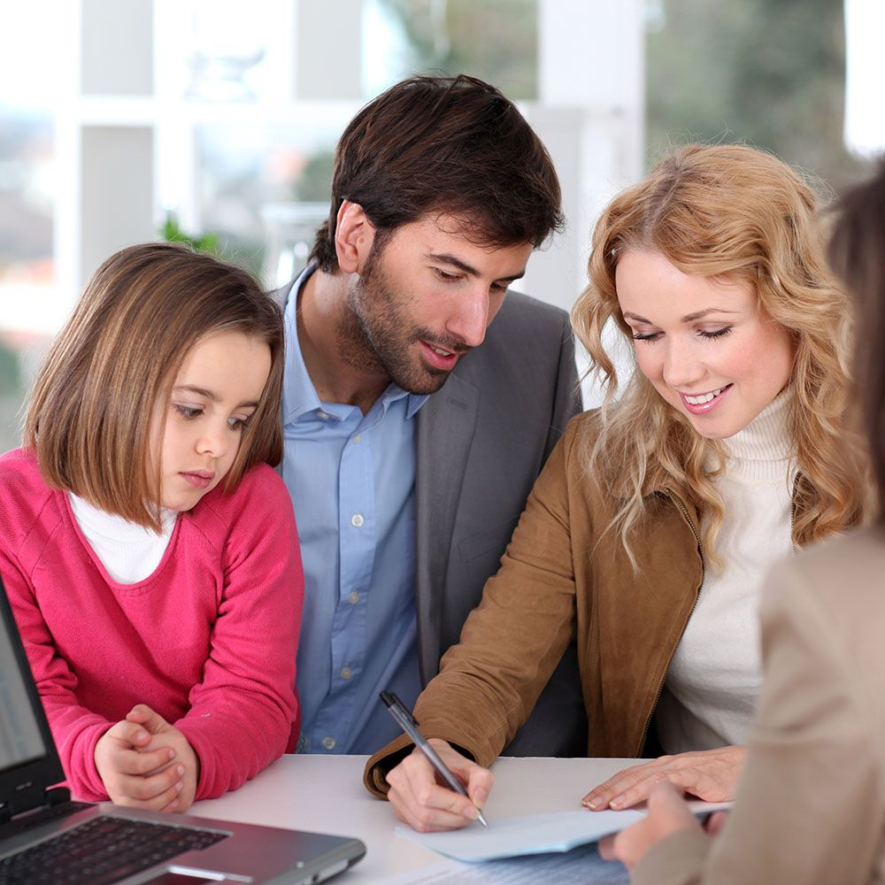 Заключение договора с приемными родителями