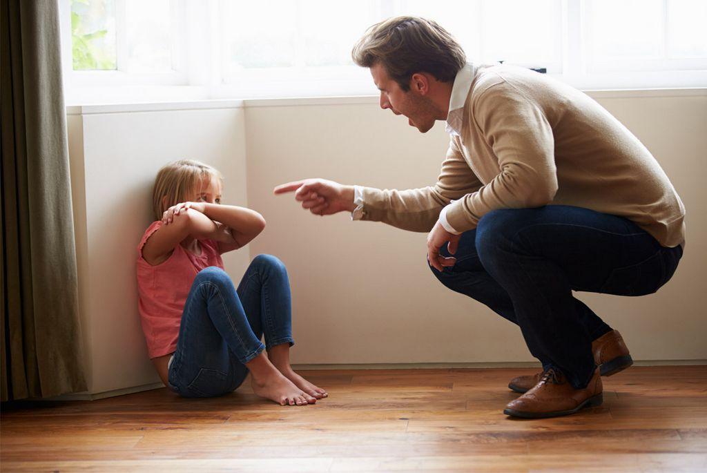 Небезопасное положение ребенка в семье