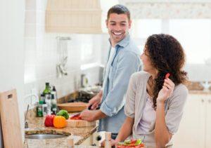 Помощь жене на кухне