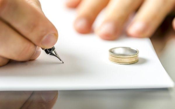 Единоличное решение развестись