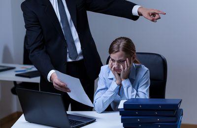 Незаконное увольнение работника: причины, образец заявления, последствия