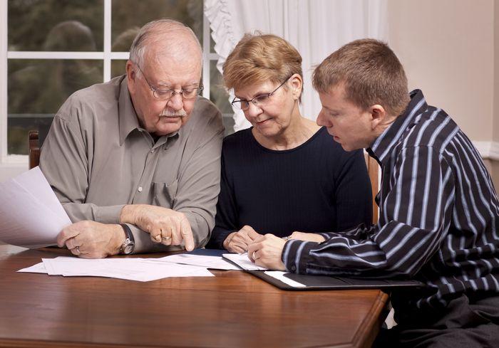 Правовые нюансы: могут ли внуки претендовать на наследство бабушки при живых родителях?