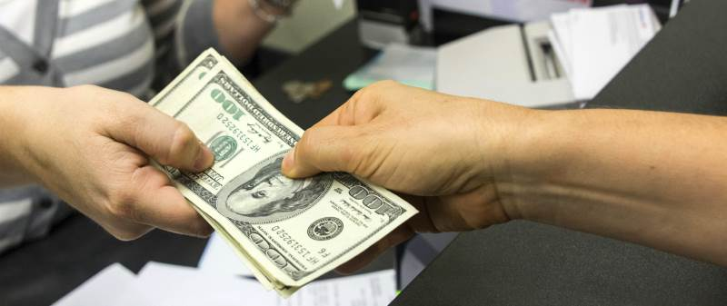 Что выгоднее сделать: уменьшить платеж или срок кредита?