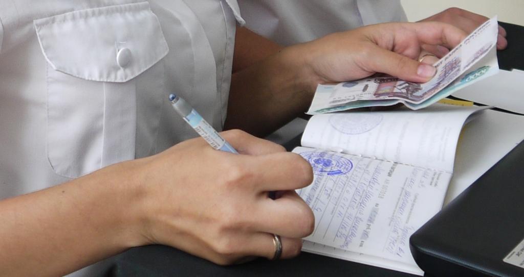 Могут ли судебные приставы списывать долги с детских пособий