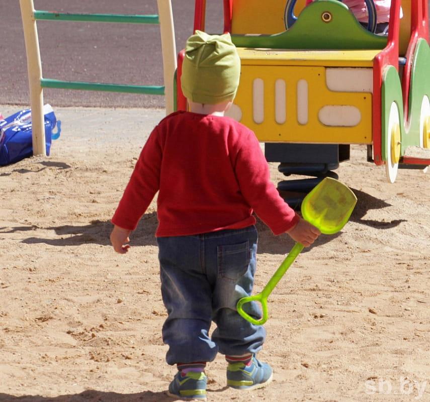 С кем остается ребенок при разводе, если мать не работает