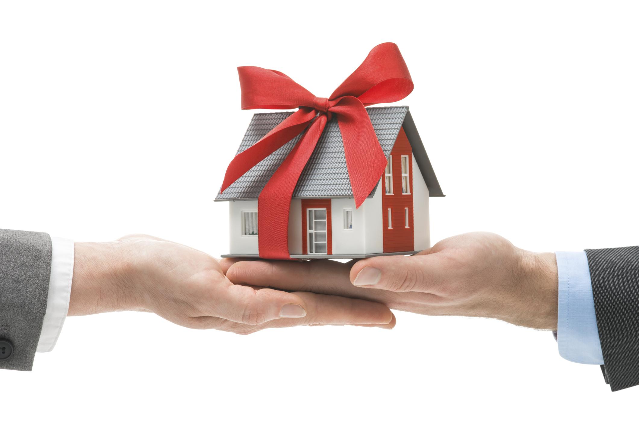 Какие варианты отмены договора дарения на жилое помещение существуют?