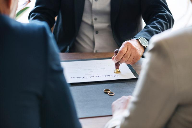 Как делятся ли кредиты при разводе супругов?