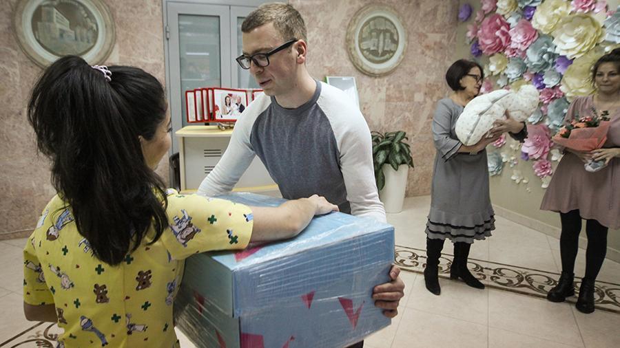 Молодые мамы подмосковья смогут выбирать: подарок новорожденного или 20 тыс руб.