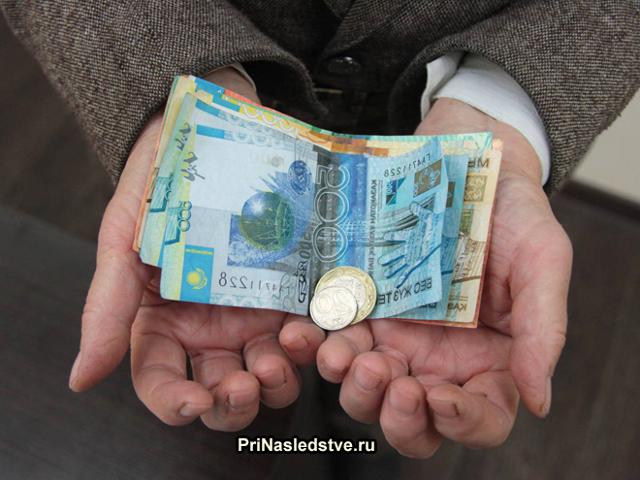 Как получить накопительную часть пенсии умершего родственника, как происходят выплаты, и кто имеет право на них