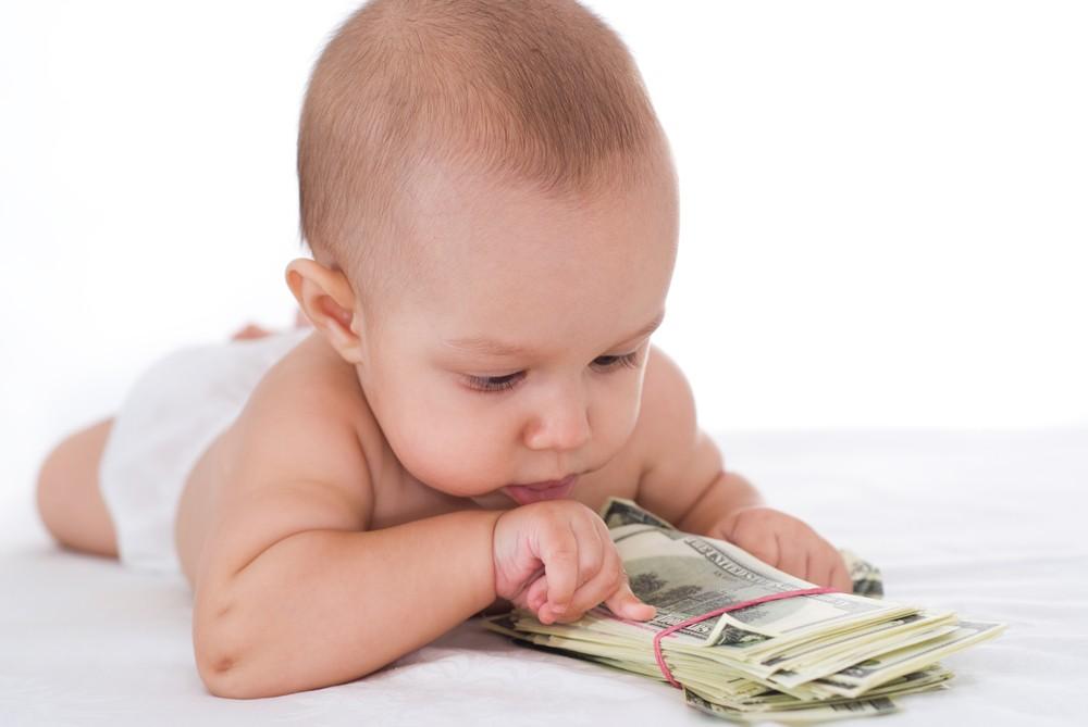 Лужковские выплаты: какова величина выплат, кому полагаются, как получить, порядок получения пособия