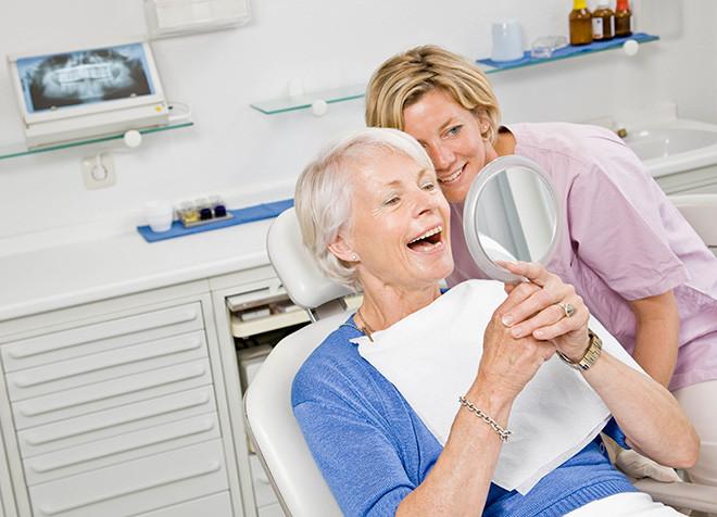 Льготное и бесплатное протезирование зубов для пенсионеров, ветеранов труда и инвалидов в 2020 году