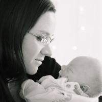 Усыновление ребенка из роддома в 2020 году: как усыновить новорожденного?