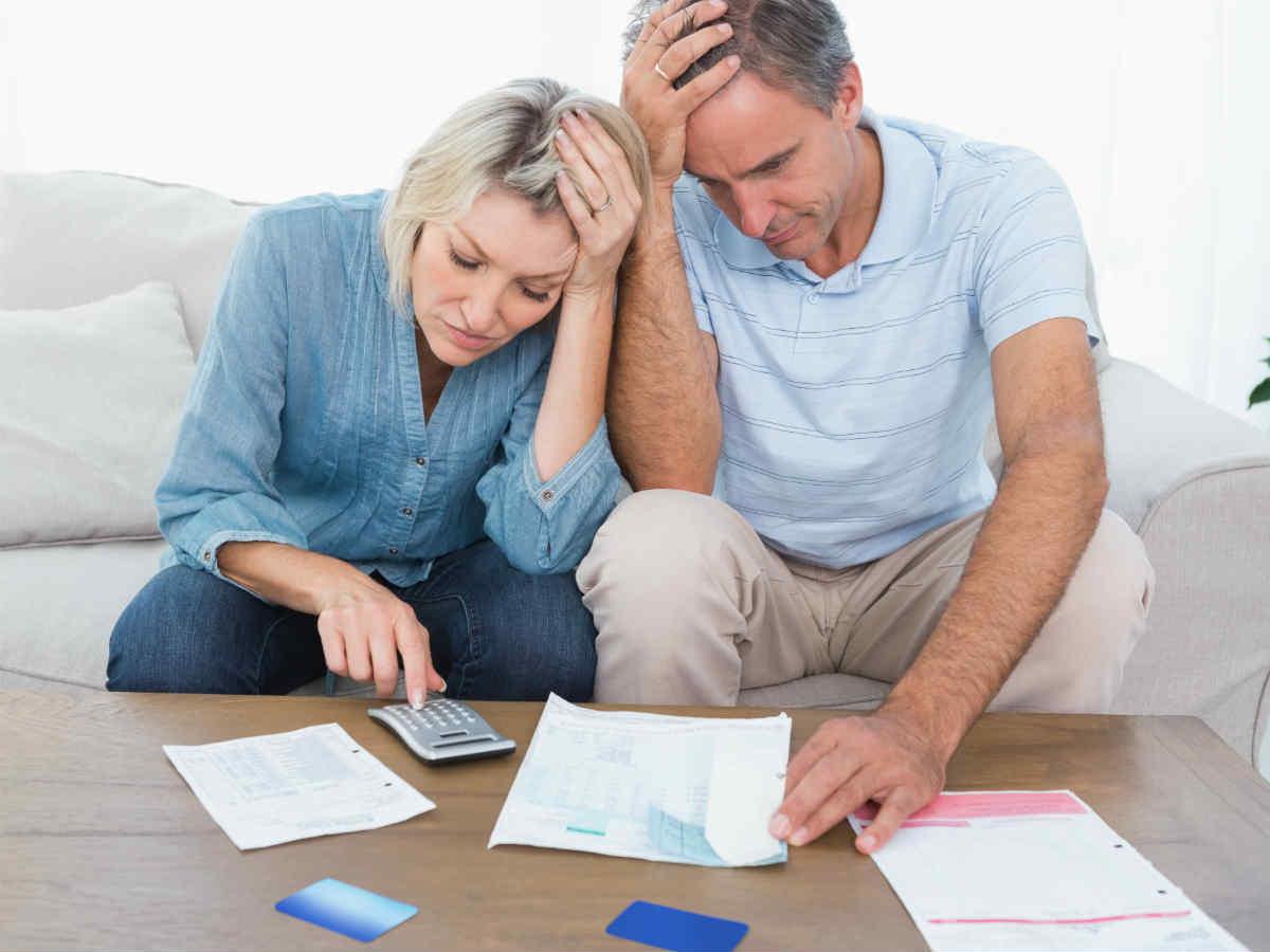 Может ли банк обязать родственников умершего заемщика погашать кредит?