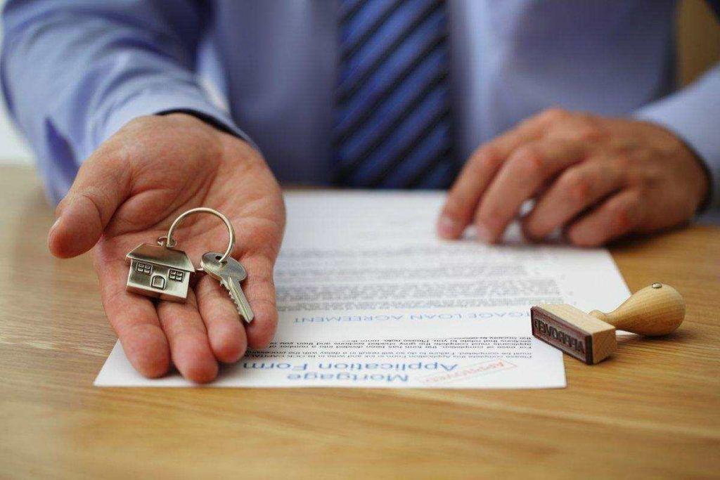Стоимость дарственной на квартиру ближайшему родственнику: сколько стоит оформление у нотариуса и в росреестре?