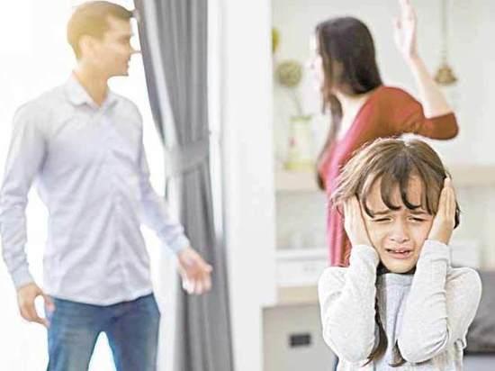 При разводе с кем остается ребенок: по закону как решается