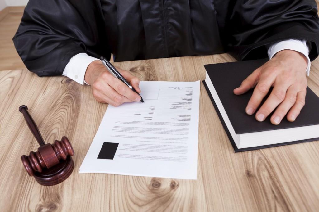 Обязана ли жена платить кредит за мужа, если муж умер, а долг остался