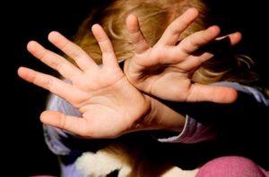 Избиение несовершеннолетних несовершеннолетними: наказание за побои в отношении ребенка, не достигшего 18 лет, что грозит (будет) за драку между детьми (одноклассниками), какая ответственность за это полагается?