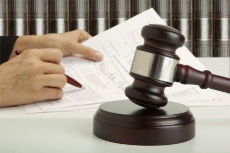Как законно оспорить завещание, на квартиру если я являюсь прямым наследником?