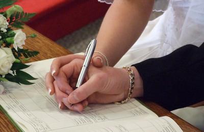 Удостоверение брачного договора у нотариуса и стоимость услуги