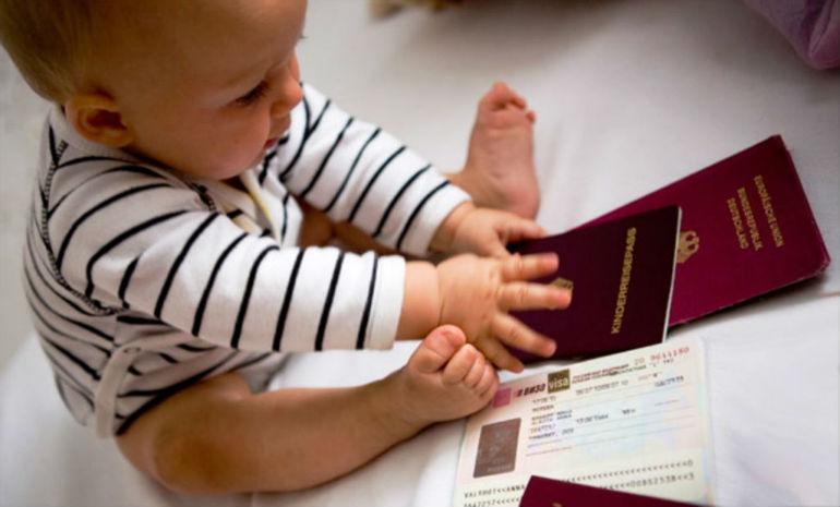 Можно ли поменять фамилию ребенку после развода: без согласия отца, как сменить фамилию на фамилию матери