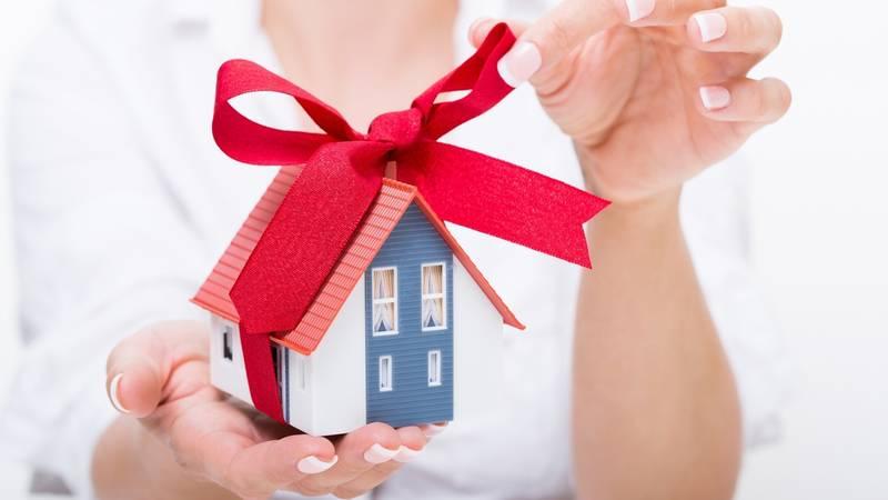 Как правильно регистрировать дарственную, какие документы нужны для оформления дарственной на долю в квартире?