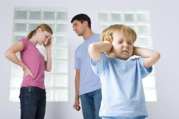 При разводе кому остается ребенок?