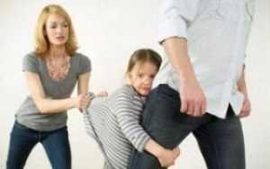 Может ли отец отсудить ребенка у матери при разводе