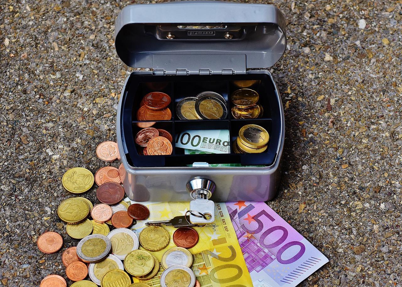 Пенсия по вредности работников с тяжелыми условиями труда: расчет выплаты и порядок оформления