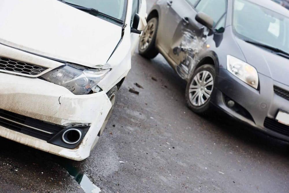 Стоимость независимой экспертизы автомобиля после дтп: сколько денег нужно на данную процедуру, от чего зависит цена выявления ущерба тс и кто должен оплачивать?