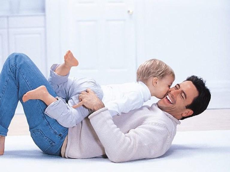 При разводе с кем остается ребенок: мать не работает, нет своего жилья
