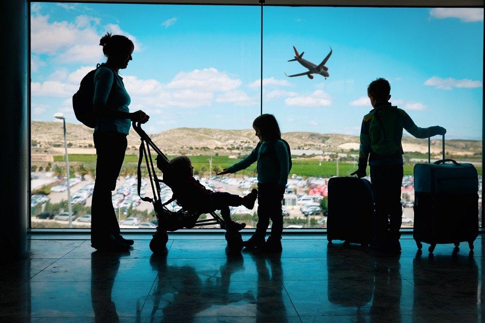 За границу — с ребенком: юридические аспекты. какие документы нужны для выезда за границу