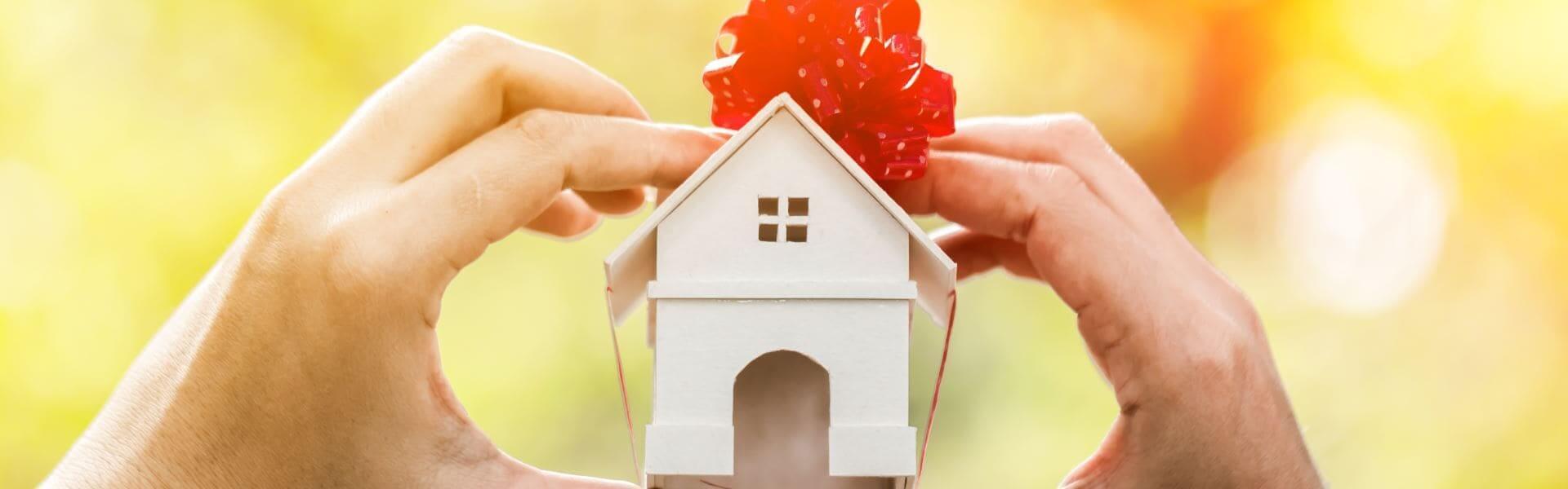 Как подарить земельный участок родственнику: оформление сделки по закону