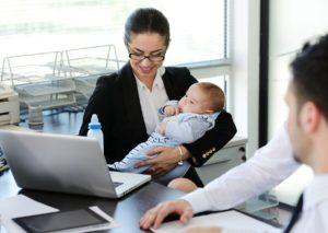 Молодым мамам об их правах: могут ли уволить работницу в декретном отпуске?