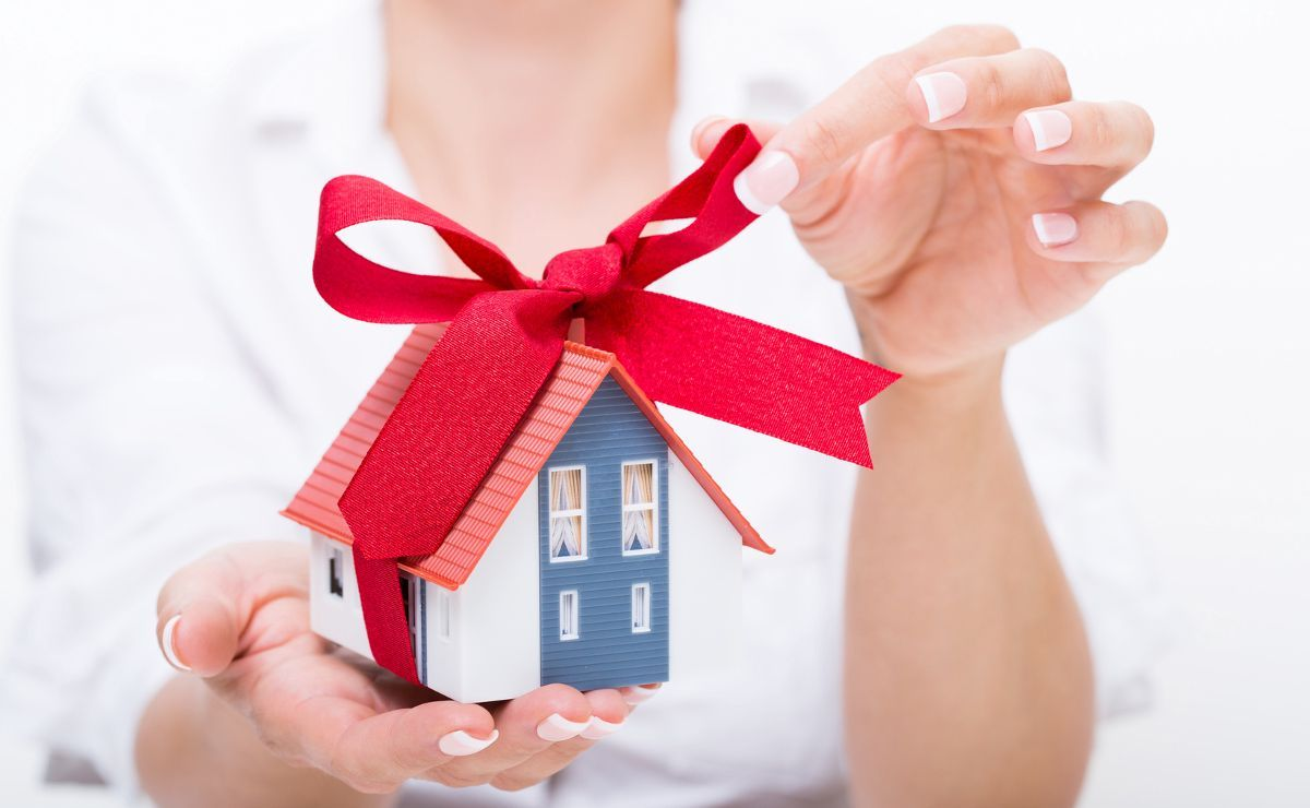 Квартира в подарок: наследство или дарение?