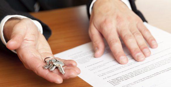 Первые наследники после смерти отца или матери: кто имеет право на наследование квартиры и другого имущества?