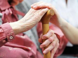 Уточняем, как оформить опекунство над недееспособным пожилым человеком