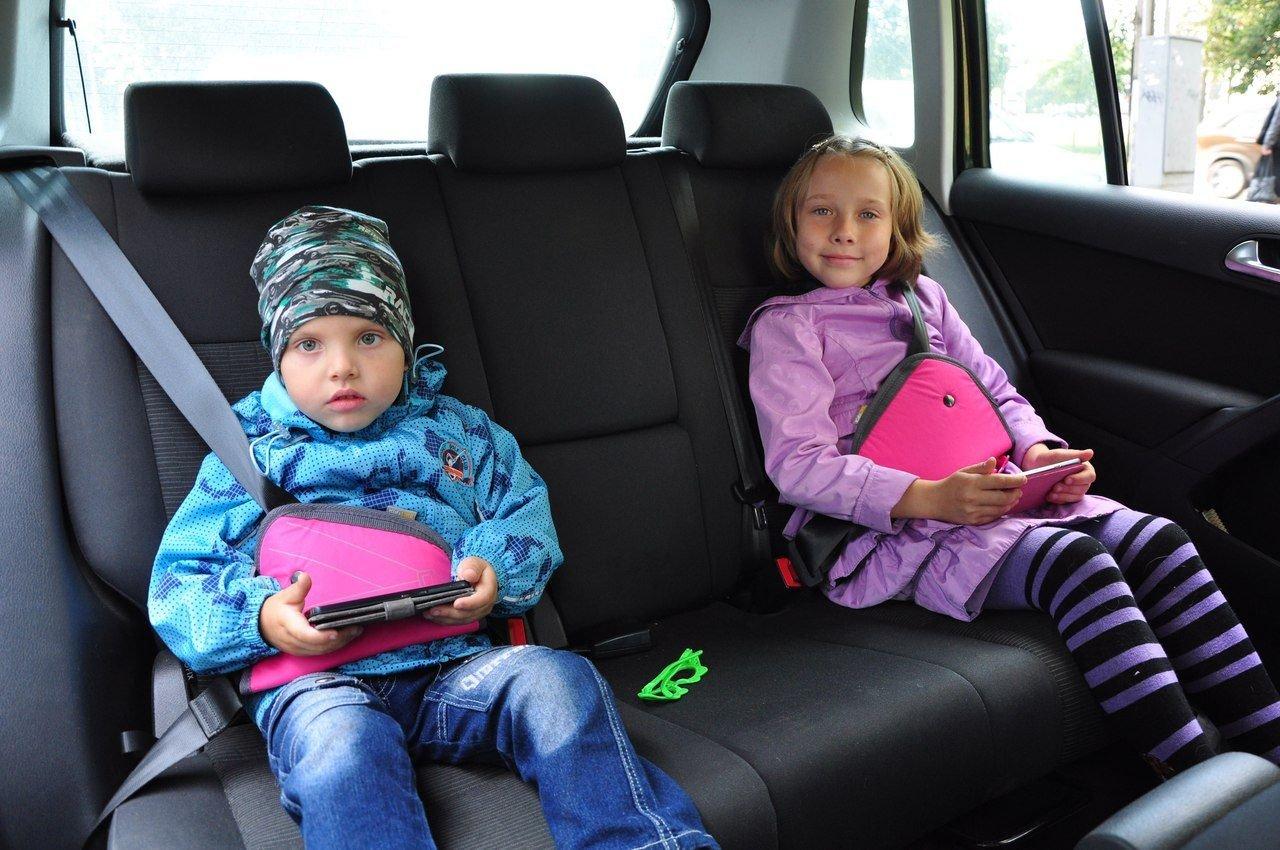 Поправки в пдд: можно без детского кресла, нельзя без присмотра