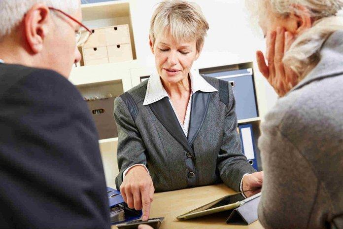 Можно ли оставить в наследство вклад в банке? особенности оформления такого завещания